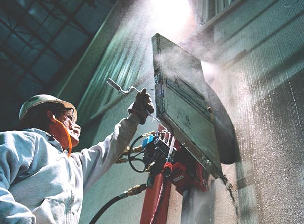 Fő szolgáltatásunk a falvágás, betonvágás, betonfúrás ezáltal vállalunk panelfal vágást, teljes falkivágást, lyukfúrást, falfúrást betonba, családi házakban, vagy panellakásokban precíz felmérés után a válaszfalak teljes, vagy részleges lebontását, szellőzőrendszerek, födémnyílások helyének kialakítását.